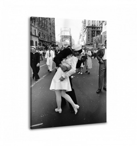 Kiss after War - Canvas...